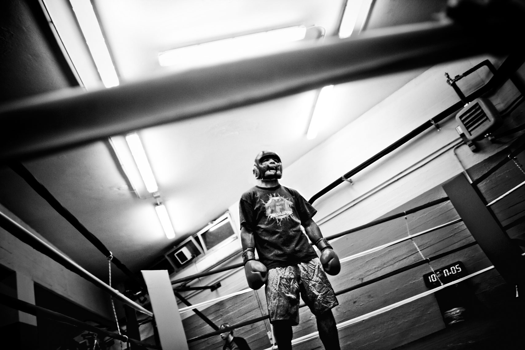 ITALY. Florence, 6th October 2011. Leonard Bundu during the training  in preparation of the match for the EBU (European Boxing Union) Welter Weight crown.